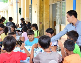 Huyện nghèo gắng lo cho học sinh bán trú