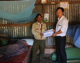 Gần 29 triệu đồng trao tặng bà lão mù lòa, cô độc tại Đắk Nông
