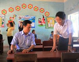 Quảng Ngãi: Kiểm tra thực tế việc cấp bàn ghế mới cho học sinh