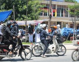 Quảng Ngãi: Học sinh đi xe máy phân khối lớn đến trường bất chấp lệnh cấm