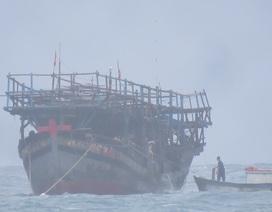 16 giờ vượt sóng dữ lai dắt thành công tàu cá gặp nạn