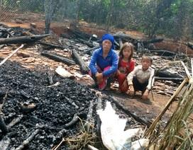 Bố bỏ đi biệt tích, ba mẹ con ăn mèn mén sống qua ngày vì hỏa hoạn