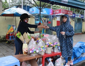 Đà Nẵng: Mưa lớn, hoa tươi ngày lễ Nhà giáo 20/11 ế ẩm