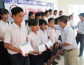 260 suất học bổng Grobest đến với học sinh nghèo Sóc Trăng