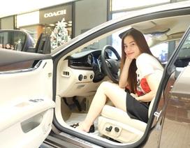 """Hồ Ngọc Hà""""phải lòng"""" Maserati Quattroporte"""