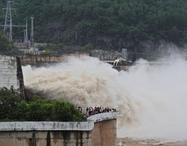 Mực nước hồ thủy điện Hòa Bình tăng cao hơn sau 2 ngày xả lũ