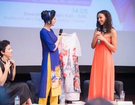 Hoa hậu Ngọc Hân tặng áo dài cho Hoa hậu Pháp 2014
