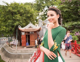 Hoa hậu Pháp Flora bất ngờ diện áo dài dạo Hồ Gươm