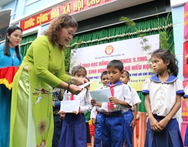 Quảng Trị: Trao 50 suất học bổng đến học sinh miền núi hiếu học