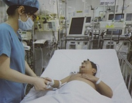 Bé trai phải cắt phổi vì hóc bóng đèn led hơn năm trước