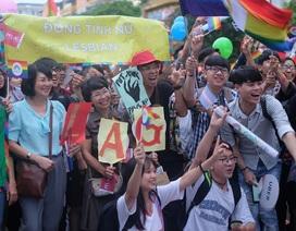 """Học sinh đồng tính bị thầy gọi là """"biến thái"""" trước lớp"""