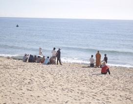 Một học sinh tử vong do bị sóng cuốn khi đi tắm biển