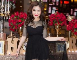 Hương Tràm khoe khéo vòng 1 gợi cảm trong tiệc sinh nhật tuổi 22