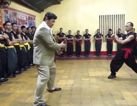 Cao thủ Vịnh Xuân chấp đôi chân khi đấu với chưởng môn Nam Huỳnh Đạo