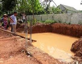2 anh em chết đuối thương tâm dưới hố nước