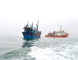 Vượt gần 100km lai dắt con tàu và 7 ngư dân gặp nạn