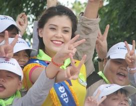 """Người đẹp Hoa khôi Nam Bộ cùng em nhỏ mồ côi thăm xứ """"Công tử Bạc Liêu"""""""
