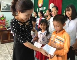 Quảng Bình: Trao hơn 200 suất học bổng đến học sinh nghèo vượt khó