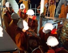 Thuyền viên người Trung Quốc bị nạn ở ngoài khơi Nha Trang