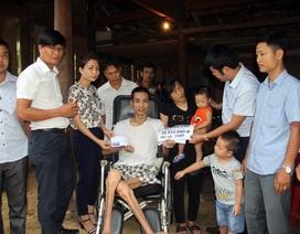 Trao hơn 35 triệu đồng đến gia đình chị Lê Thị Duyên