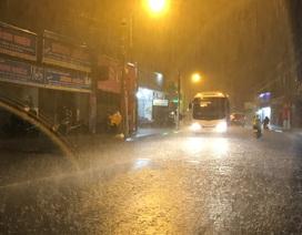 Ngày thứ 4 liên tiếp, Sài Gòn có mưa trái mùa cực lớn