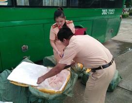 Gần 1 tấn nầm lợn đang phân hủy trên đường từ Bắc vào Nam