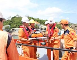 Cứu ngư dân bị nôn mửa, khó thở ở ngoài khơi Nha Trang