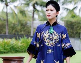 Á hậu Thanh Tú diện áo dài phượng hoàng của NTK Minh Hạnh tại APEC 2017
