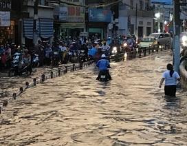 Ngập - tắc kinh hoàng trong cơn mưa cực lớn ở Sài Gòn