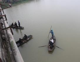 Nam sinh lớp 11 nhảy sông tự tử trên đường đến trường