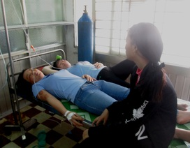 Sau bữa cơm trưa, hàng trăm công nhân nhập viện cấp cứu