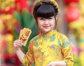 Bé gái mang hai dòng máu Việt - Đức cực kỳ đáng yêu với áo dài