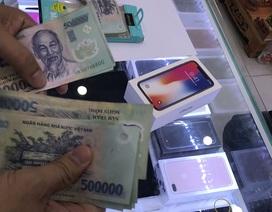 """Người Việt """"xuống tiền"""" mua iPhone X bất chấp giá tăng mạnh"""