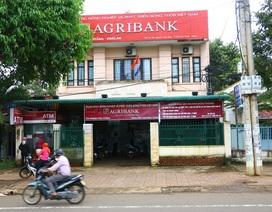 Người đàn ông bịt mặt nổ súng cướp ngân hàng bất thành