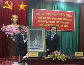 Bộ trưởng Phùng Xuân Nhạ đến làm việc và thăm các trường học ở Lâm Đồng