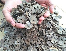 Đào móng nhà, phát hiện cả hũ tiền xu cổ