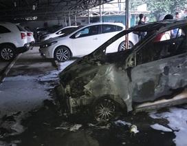 """Một ô tô bốc cháy, hàng chục xe khác bị """"đe dọa"""""""