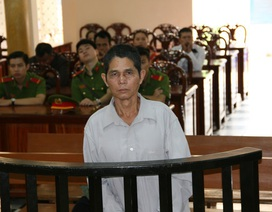 Lão niên hiếp dâm cháu gái hàng xóm lĩnh án 8 năm tù