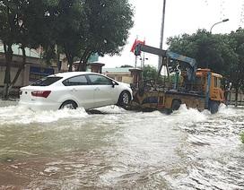 Vinh: Ô tô, xe máy lũ lượt nhập tiệm sửa chữa sau cơn mưa xối xả