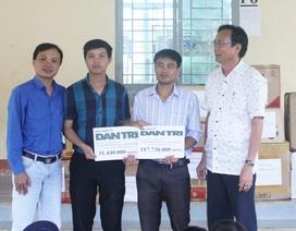 Trao hơn 149 triệu đến học sinh vùng ốc đảo Kon Pne