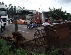 Công nông chở 8 học sinh đi múa lân lật nghiêng sau va chạm