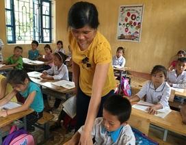 Xúc động hình ảnh cô giáo mang bệnh tim, vẫn bám lớp, bám trường