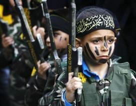 """IS biến trẻ em thành """"cỗ máy giết người"""""""