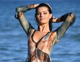 Isabeli Fontana khoe dáng vóc siêu mẫu trên bãi biển Venice