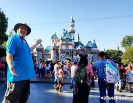 """Người đàn ông 44 tuổi """"nghiện"""" đến chơi Disneyland"""