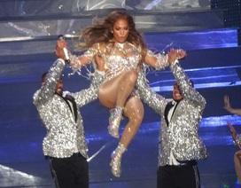 "Diện đồ gợi cảm, Jennifer Lopez trình diễn ""bốc lửa"""