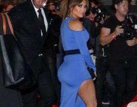 48 tuổi, Jennifer Lopez vẫn trẻ đẹp, cuốn hút