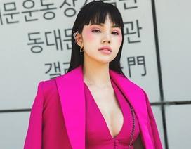 """Nàng Hậu """"Hội con nhà giàu"""" khoe ngực đầy ngày mở màn Seoul Fashion Week"""