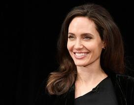Lộ đầy vết chân chim, Angelina Jolie vẫn đẹp rạng ngời