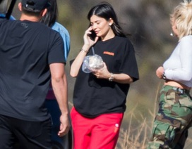Kylie Jenner lộ diện sau tin đồn bầu bí